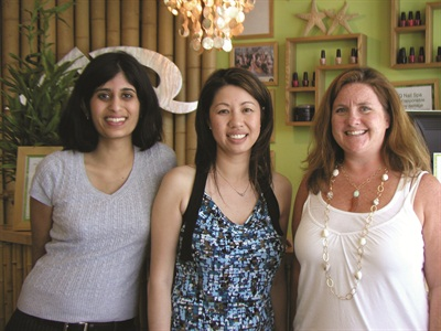 <p>Salon owner Cyndi Ma (center) is a second-generation nail tech. She chatted with Hannah (right) and me about opening up AQ Nail Spa.</p>