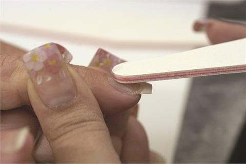<p>HAND FILING TECHNIQUE: PHOTO 2</p>