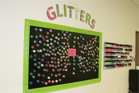<p>Trends such as glitter embellishments are taught to Nail Logic students.</p>