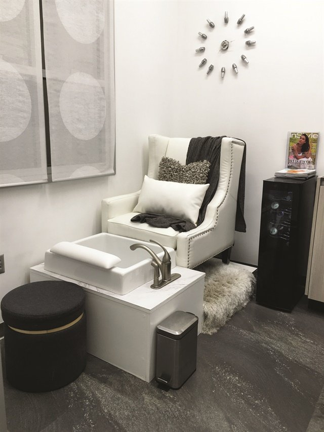 salon suite design at cosmic nails - Table Salon Design
