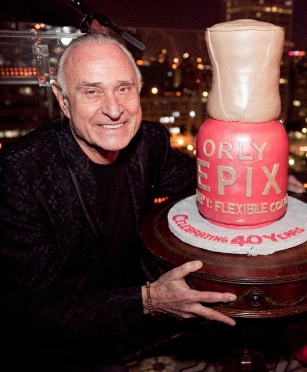 <p>An Epix-shaped cake</p>