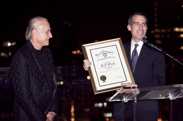 <p>L.A. Mayor Eric Garcetti presents Jeff Pink with a congratulatory certificate. Photo courtesy of Orly</p>