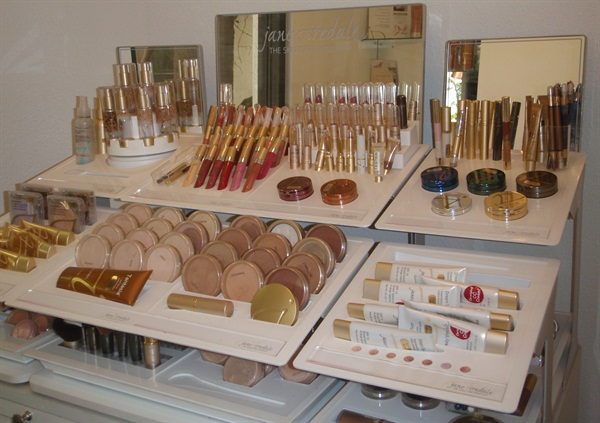 <p><em>Makeup is also a popular retail item</em>.</p>