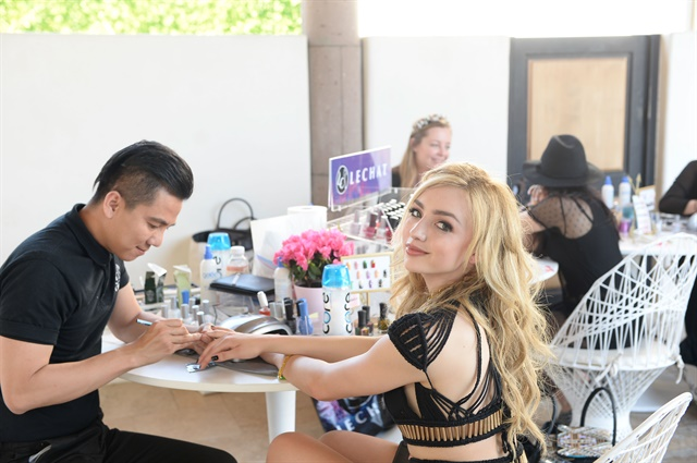 <p>LeChat educator Henry Pham gives Disney actress Peyton List the LeChat treatment with festival-ready nails.</p>
