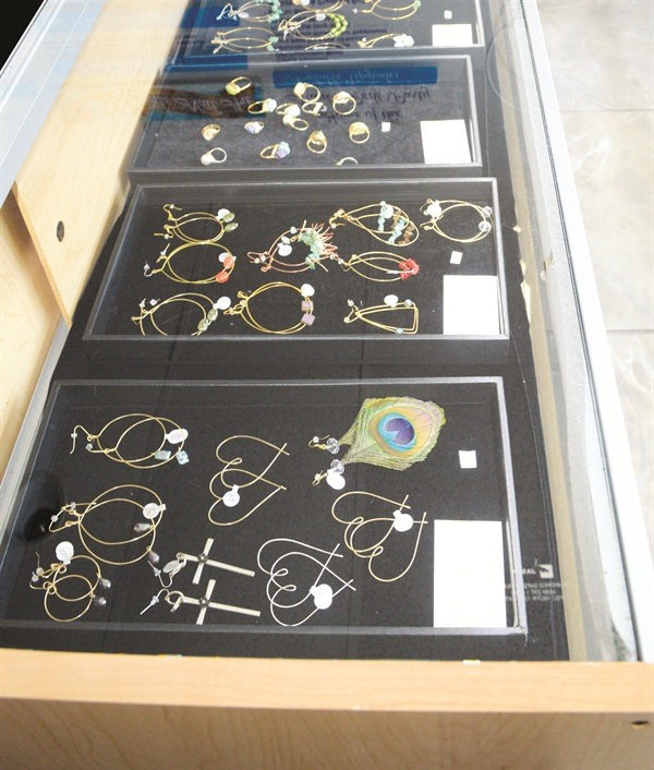 <p>Retail offerings include jewelry made by local artists, as well as pieces from Peru and Shanghai.</p>