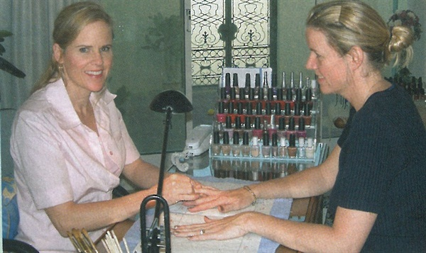 <p>Nail tech Lisa Murphy (left) uses one of the rooms in her rented villa as a nail salon. </p>