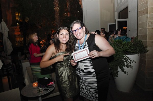 <p>NAILS senior editor Beth Livesay congratulating Pearlman on her raffle win.</p>