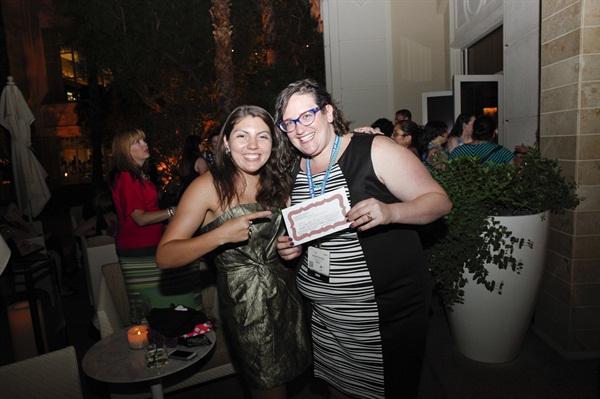 <p>NAILS senior editor Beth Livesay congratulating Pearlman on her raffle win.</p>