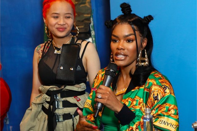 <p>Teyana Taylor flashes her red acrylic nails.</p>