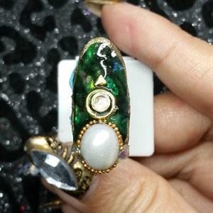 Mani Monday Emerald Pearl Nails Tutorial Nails Magazine