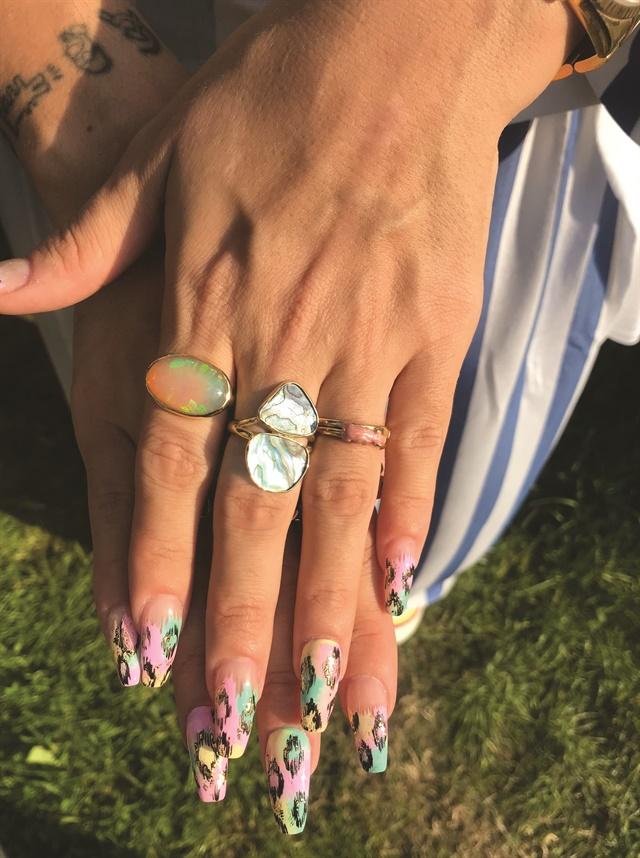 <p>Lily Allen's pastel foil nails.</p>