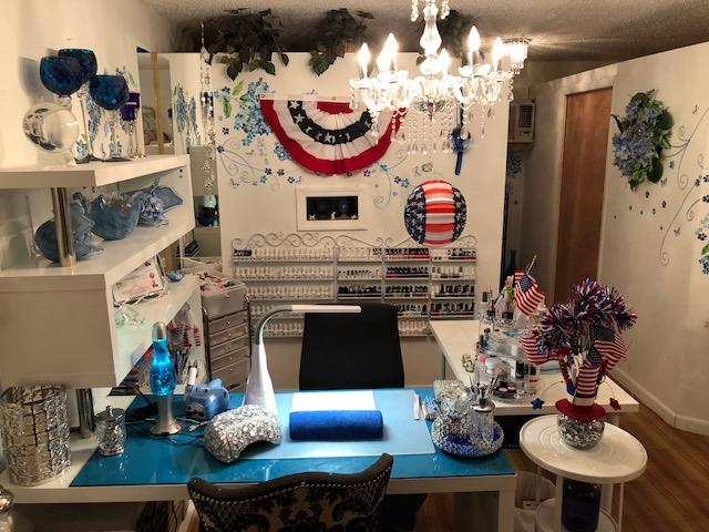 <p>Thomas decorated her salon to commemorate those who have served the country.</p>