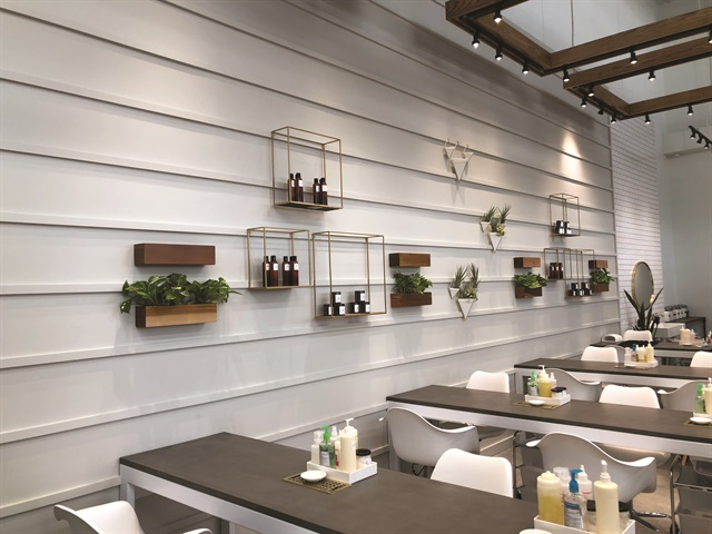 <p>NAILS executive editor Beth Livesay paid a visit to one of four W Nail Bars located inside a Columbus, Ohio, DSW shoe store.</p>