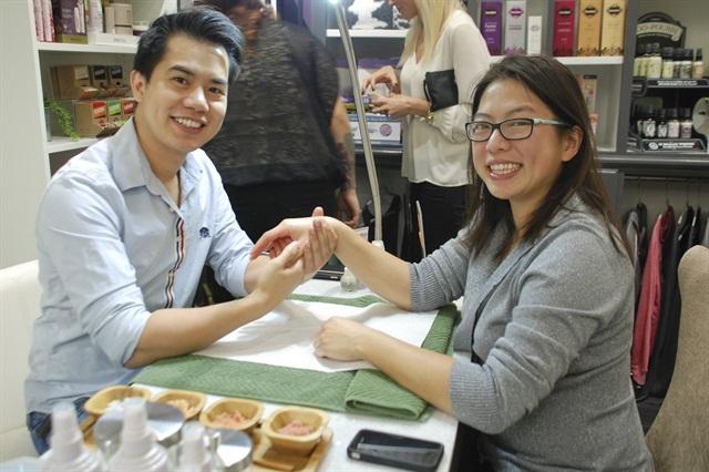 Senior editor Kim Pham enjoys a mini treatment from Tin Bui, Well Manicured's newest nail tech.