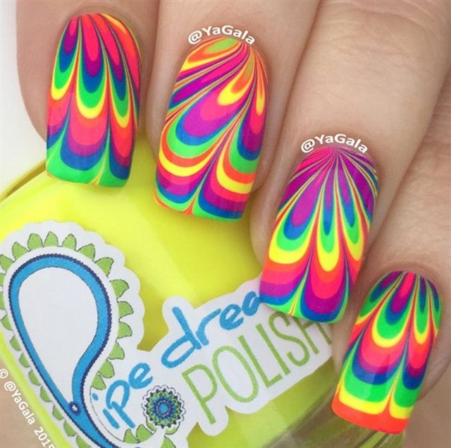 "<p>Via <a href=""http://nailartgallery.nailsmag.com/yagala/photo/401984/water-marble"">Nail Art Gallery</a></p>"
