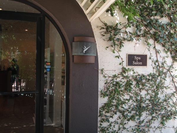 <p><em>The spa salon houses many services</em>.</p>