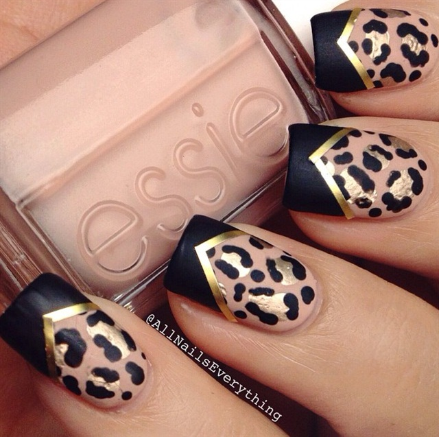 "<p>Image via <a href=""https://instagram.com/allnailseverything/?hl=en"">@allnailseverything</a></p>"