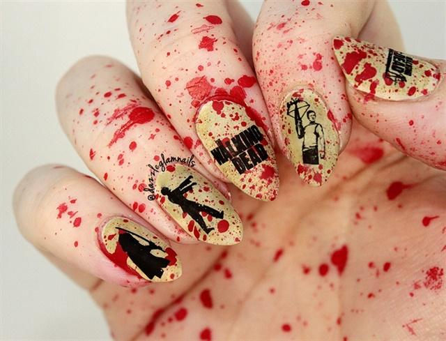 "<p><a href=""http://nailartgallery.nailsmag.com/dazzleglamnails/photo/394348/the-walking-dead-blood-splatter-nails"">Via Nail Art Gallery </a></p>"