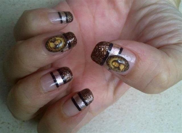 """<p>Via <a href=""""http://nailartgallery.nailsmag.com/nailangel/photo/295178/mona-lisa"""">Nail Art Gallery</a></p>"""