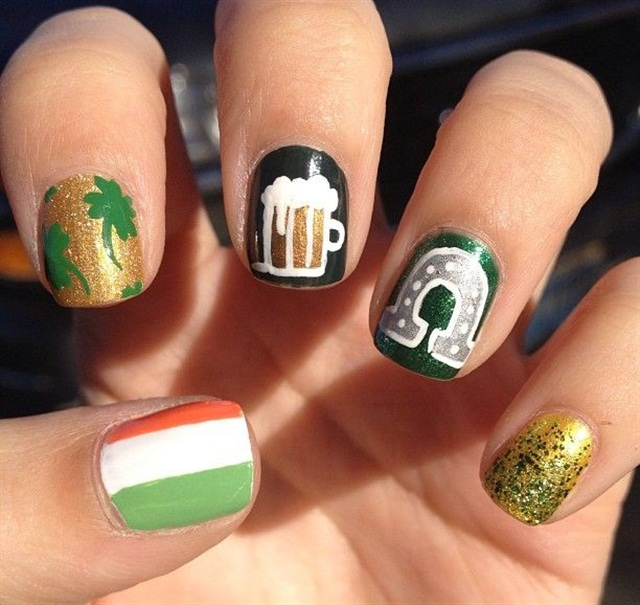 "<p>Via <a href=""http://blondiesnails.tumblr.com/post/45181808703/casebykasenails-st-patricks-day-nails-for"">blondiesnails.tumblr.com</a></p>"
