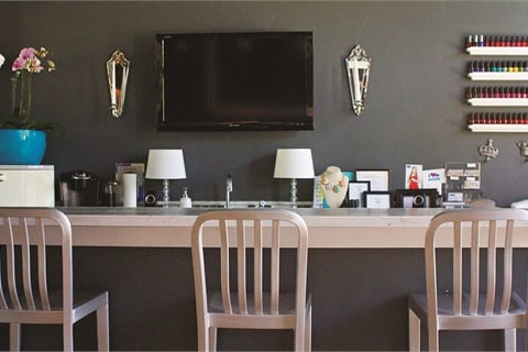 The nail bar allows for easy camaraderie among clients.