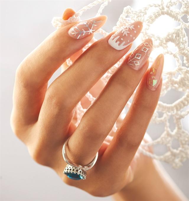 25 Snowflake Nail Art Designs