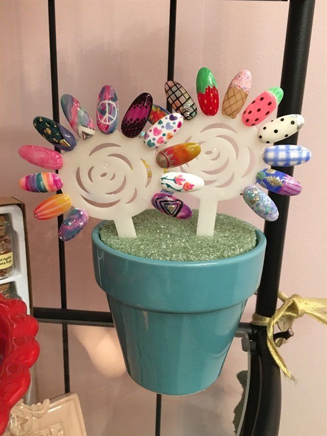 <p>Spring-themed nail art was seasonally displayed in cute flower pots.</p>