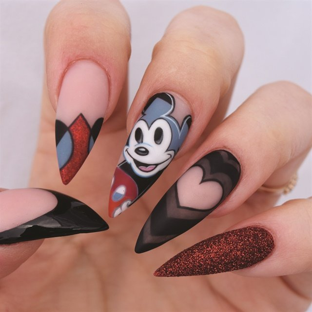 Elmaz's salon modified Mickey Mouse nail art keeps the Picasso influence.