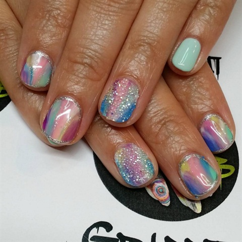 Image via @graffitinailbar