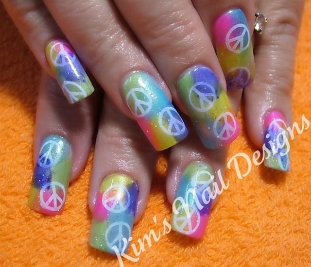 "<p>Via <a href=""http://nailartgallery.nailsmag.com/gloverfrog/photo/261129/peace"">Nail Art Gallery</a> </p>"