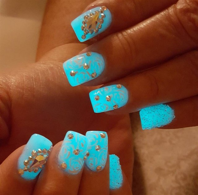 "<p>Nails by <a href=""https://www.instagram.com/nailsby_cinthya/"">@nailsby_cinthya</a></p>"