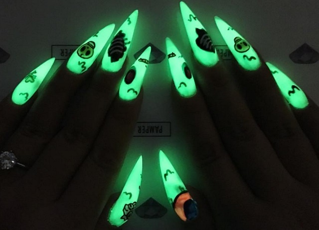 "<p>Acrylic nails with GLO by <a href=""https://www.instagram.com/pampernailgallery"">@pampernailgallery,</a> with hand-painted gel art using <a href=""https://www.instagram.com/vetro_usa"">@vetro_usa</a>, <a href=""https://www.instagram.com/kingofnail"">@kingofnail,</a> and <a href=""https://www.instagram.com/shopncla/"">@shopncla.</a></p>"