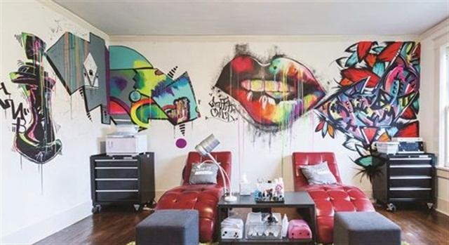 """<p><a href=""""http://www.graffitinailbar.com"""">Graffiti Nail Bar</a>, Memphis, Tenn.</p>"""