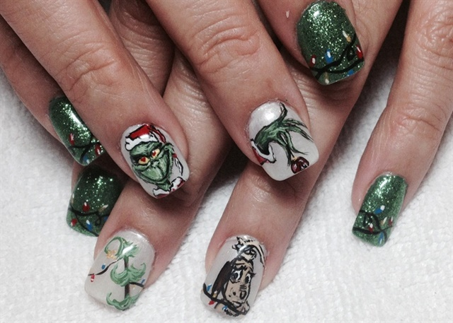 Grinch Nail Art That Steals Our Hearts Nails Magazine