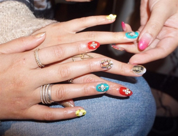 "<p>Image via <a href=""nails_byely"" target=""_blank"">@nails_byely</a></p>"