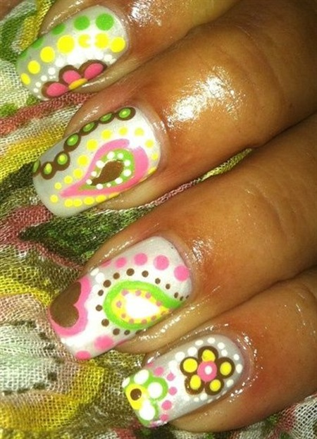 "<p>Via <a href=""http://nailartgallery.nailsmag.com/jsi1973/photo/296282/inspired-by-a-scarf"">Nail Art Gallery</a></p>"