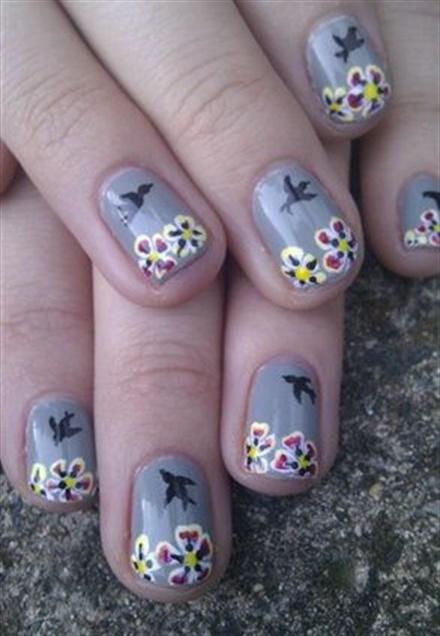 "<p>Via <a href=""http://nailartgallery.nailsmag.com/katienailart/photo/290650/flowers-and-birds"">Nail Art Gallery</a></p>"