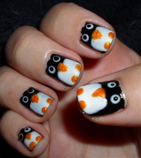 "<p>Via <a href=""http://nailartgallery.nailsmag.com/lemuria/photo/300681/penguins"">Nail Art Gallery</a></p>"