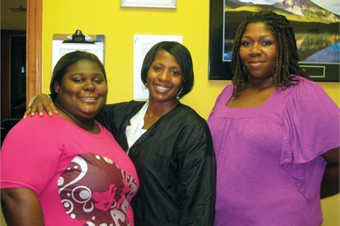 <p>Future student Hurst (left) and current student Latusha Rockuemore (center) pose with Winfield.</p>