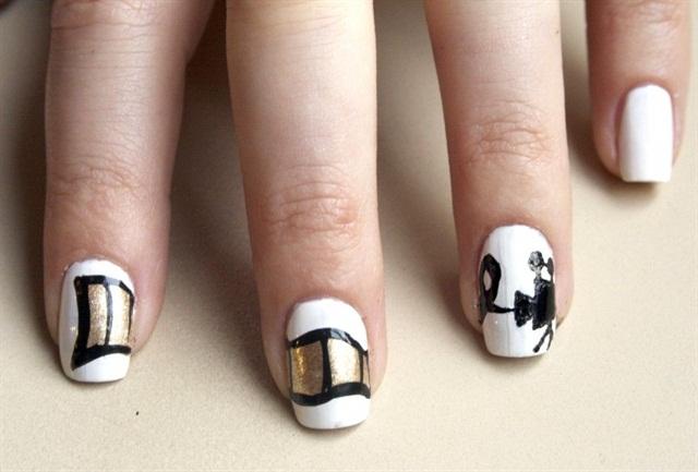 "<p>Via <a href=""http://www.missladyfinger.com/post/get-the-look-zooey-deschanels-film-stripe-nails/"">missladyfinger.com</a></p>"
