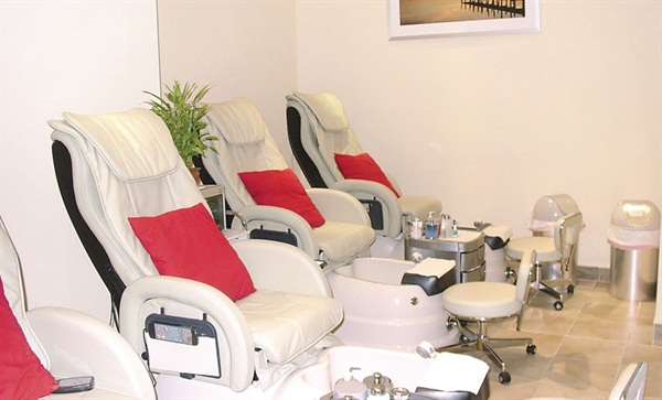 <p>The 550 Green Tea Spa Pedicure is V Spa's top of the line foot treatment. Although salon patrons can watch mvoies during their pedicure, they turn down the sound during hte massage portion of the service.</p>