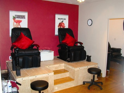 <p>Gel Essentialz also has two pedicure stations, plus a private pedicure station in another room.</p>