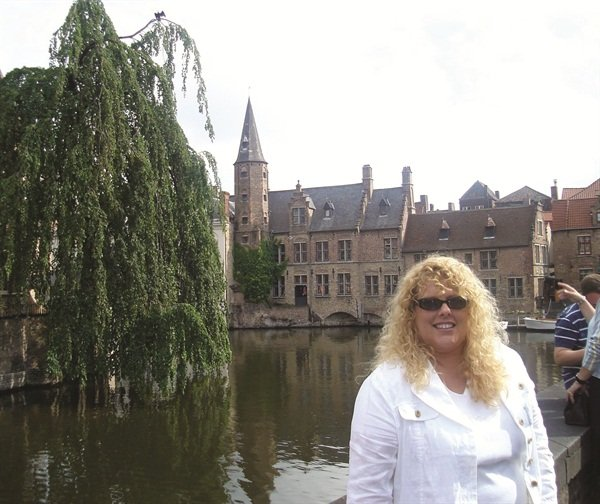 <p>I visited the canals of Brugge, Belgium while traveling as an educator in 2007.</p>