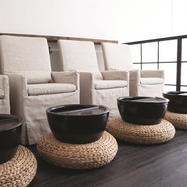 <p>Express pedicures include a foot soak and lotion massage.</p>