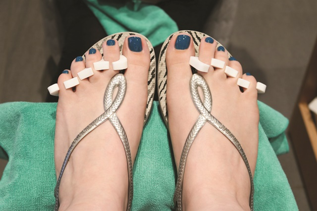 I chose CND Vinylux in Splash of Teal for my pedicure.
