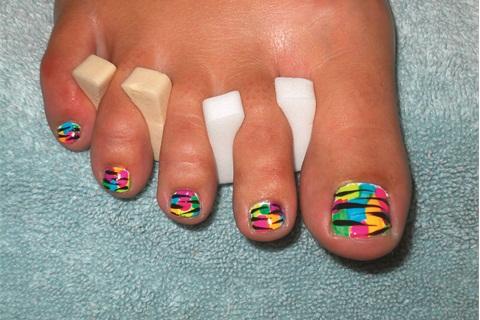 Neon Toes - Technique - NAILS Magazine