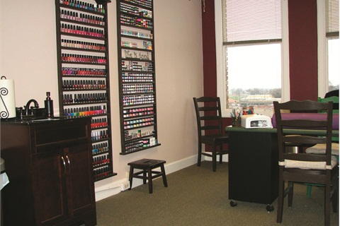 <p>Once through the door, clients are welcomed to Maggie Franklin's salon, where large windows provide plenty of sunlight and a view of the mountains.</p>