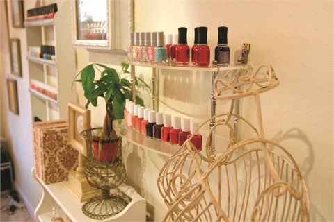 """<p><span style=""""line-height: 120%; font-family: 'Arial','sans-serif'; letter-spacing: -0.15pt; color: windowtext; font-size: 10pt;"""">Gemist has a wide collection of colorful polishes for manicures, pedicures, and nail art — everything from Orly to Essie. </span></p>"""