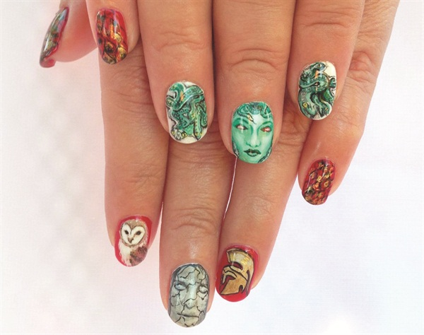 <p>Ryoko finished in the Top 3 with this Medusa-inspired set of nails.</p>