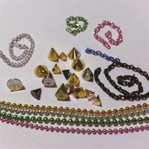 <p>3. Designer Nail Supply: Nail chains</p>